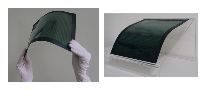 図3: 1ステップメニスカス塗布法を用いて作製した大面積フィルム型ペロブスカイト太陽電池モジュール